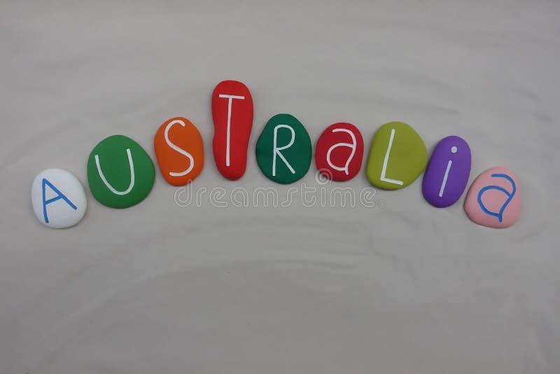 De naam van Australië, land met gekleurde overzeese stenen over wit zand wordt samengesteld dat stock illustratie