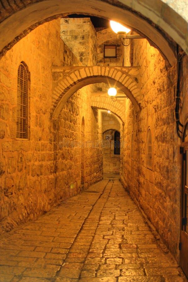 De nacht in de straten van Jeruzalem stock foto's