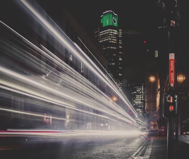 De Nacht Lichte Slepen van Londen stock fotografie