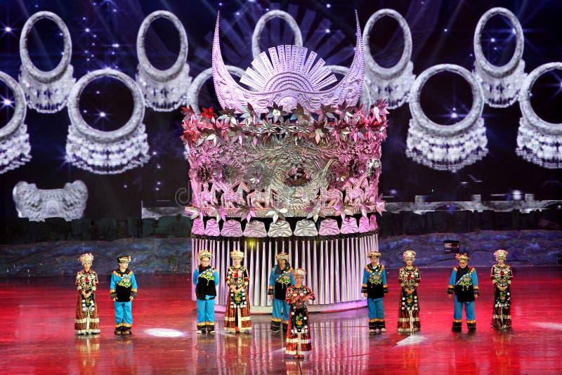 De nacht toont als Dansviering van reuzehoofddeksel, Hunan China royalty-vrije stock foto