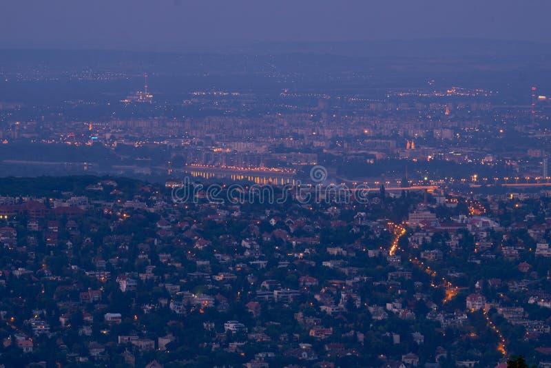 De nacht van Boedapest De Brug en Royal Palace van de ketting met het panorama van Donau stock foto