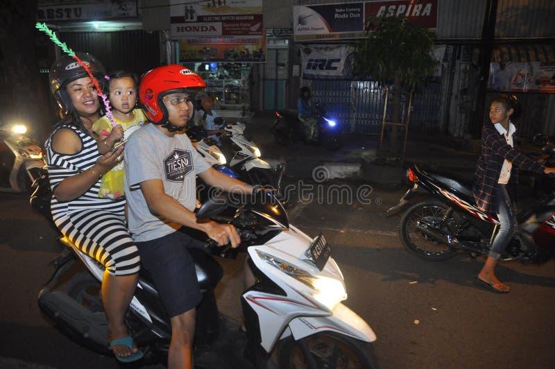 De nacht van de Eid takbir parade in Semarang stock foto