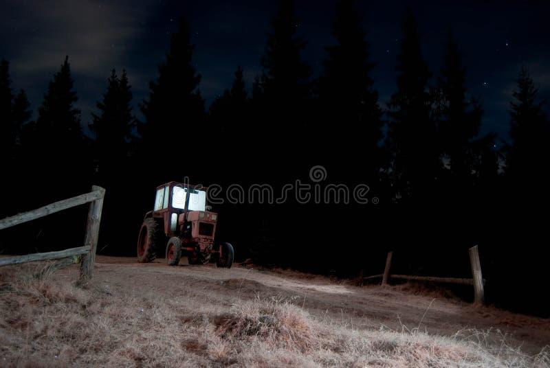 De nacht van de tractor stock fotografie