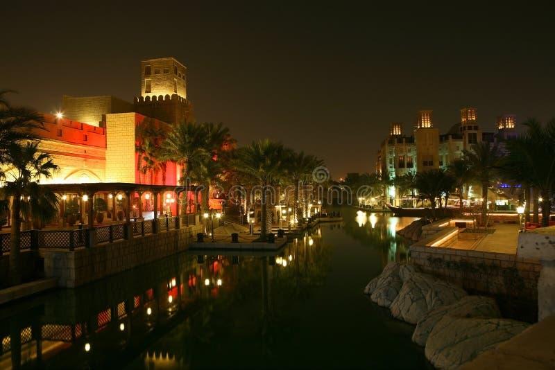 De Nacht van Doubai stock afbeeldingen