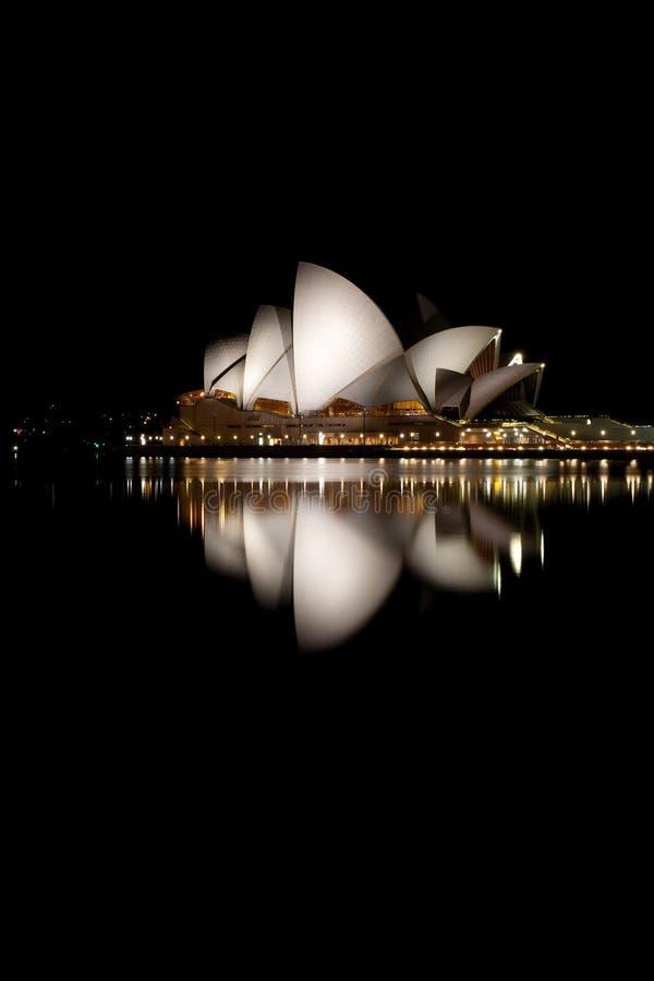 De Nacht van het Huis van de opera bij Nacht royalty-vrije stock foto's
