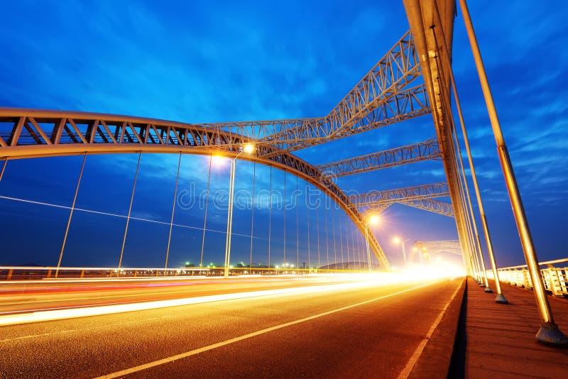 De nacht van moderne brug royalty-vrije stock afbeelding