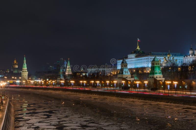 De nacht van Moskou het Kremlin royalty-vrije stock afbeelding
