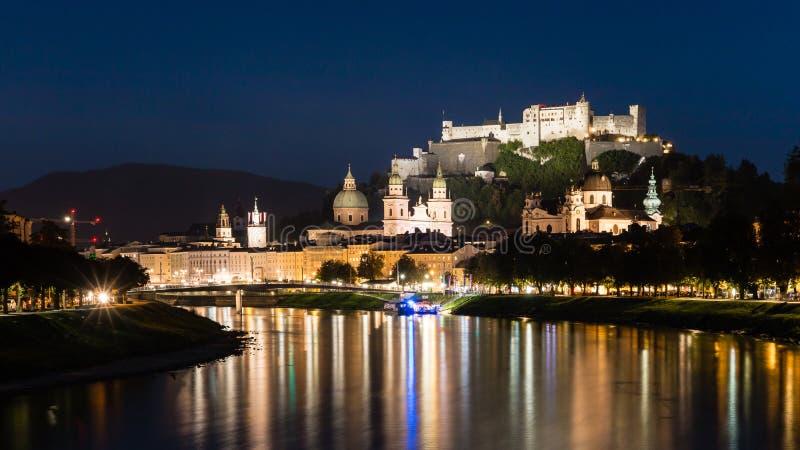 De nacht van Salzburg scape, Oostenrijk royalty-vrije stock afbeeldingen