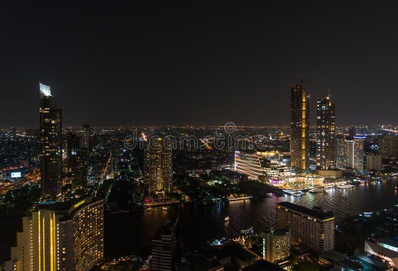 De nachtcityscape van de binnenstad van Bangkok royalty-vrije stock foto's