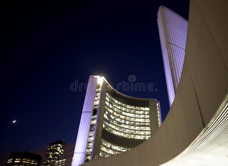 De Nachtfoto Van Stadshall Toronto Stock Foto