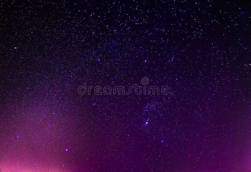 Download De Nachthemel Speelt Achtergrond Mee Stock Foto - Afbeelding bestaande uit groep, licht: 39109286
