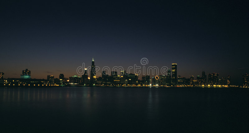 De nachthorizon van Chicago stock foto