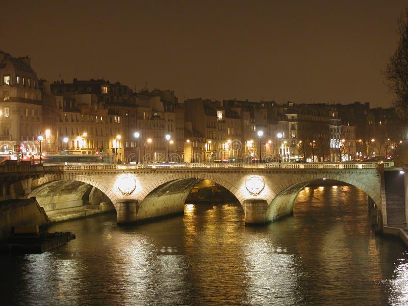 De nachtlichten van Parijs royalty-vrije stock afbeelding