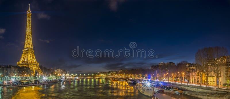 De nachtlichten van Parijs stock afbeeldingen
