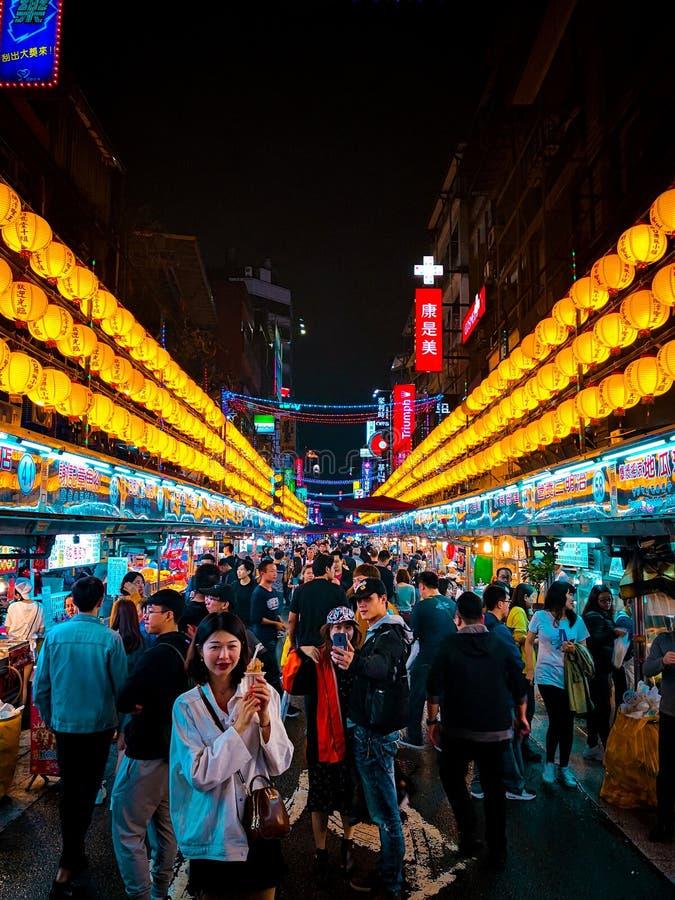 De nachtmarkt van Keelungmiaokou, Taiwan stock afbeelding
