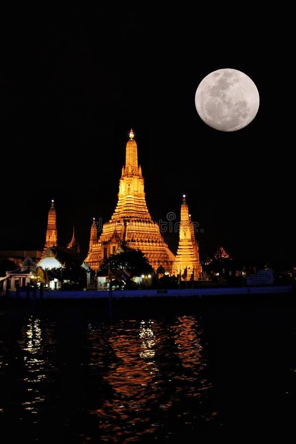 De nachtmening van van het Maanlichtbangkok van Wat Arun wararam het LandThailand10/02/2010provincevangt stock afbeelding
