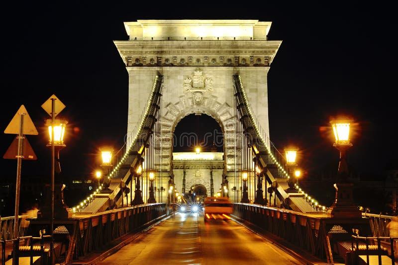 De nachtmening van de kettingsbrug, Boedapest, Hongarije stock foto's