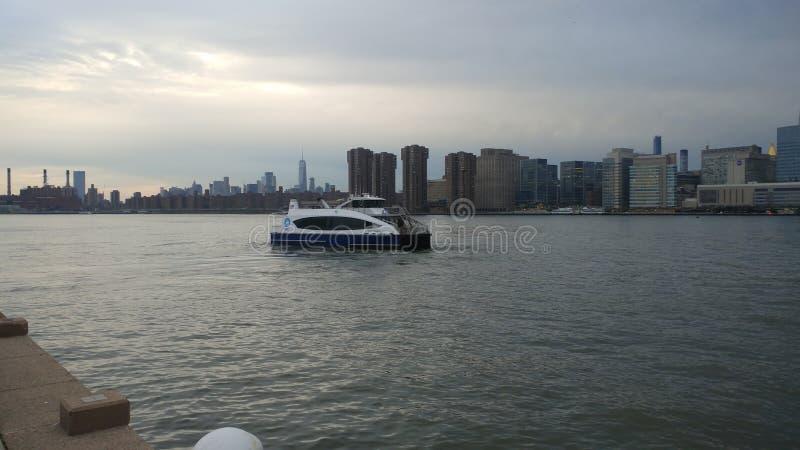 De nachtmening van Manhattan van Long Island-Stad royalty-vrije stock foto