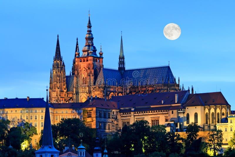 De nachtmening van Praag stock foto's