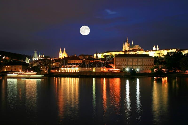 De nachtmening van Praag stock afbeeldingen