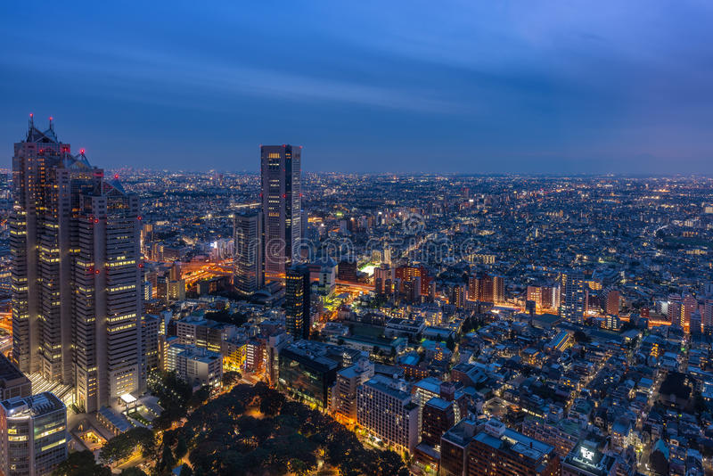 De nachtmening van Tokyo van metropolitaanse regeringskantoren stock fotografie