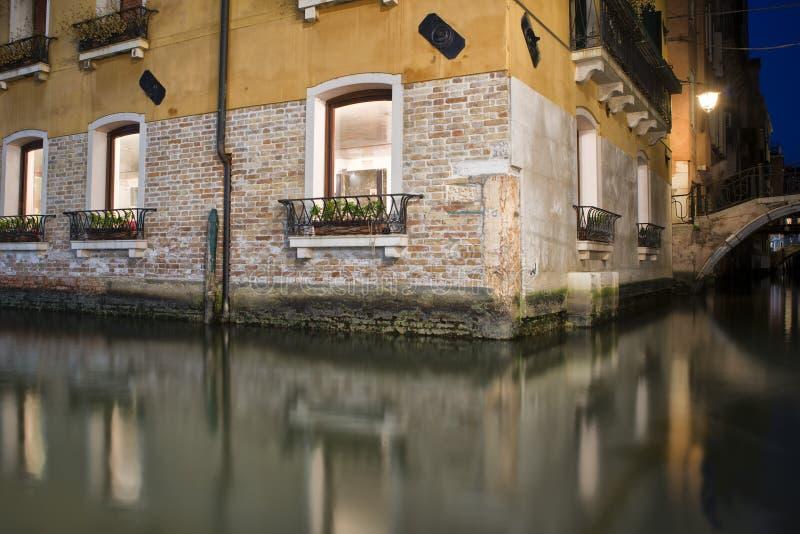 De nachtmening van Venetië stock afbeeldingen