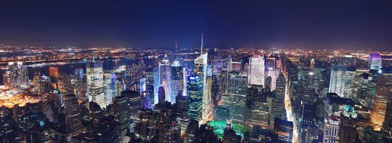 De nachtpanorama van Manhattan van de Stad van New York stock afbeeldingen