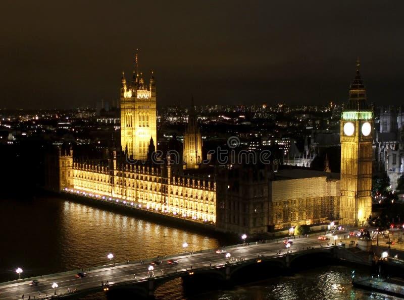 De nachtscène van Londen, de Big Ben en de Abdij van Westminster stock foto's