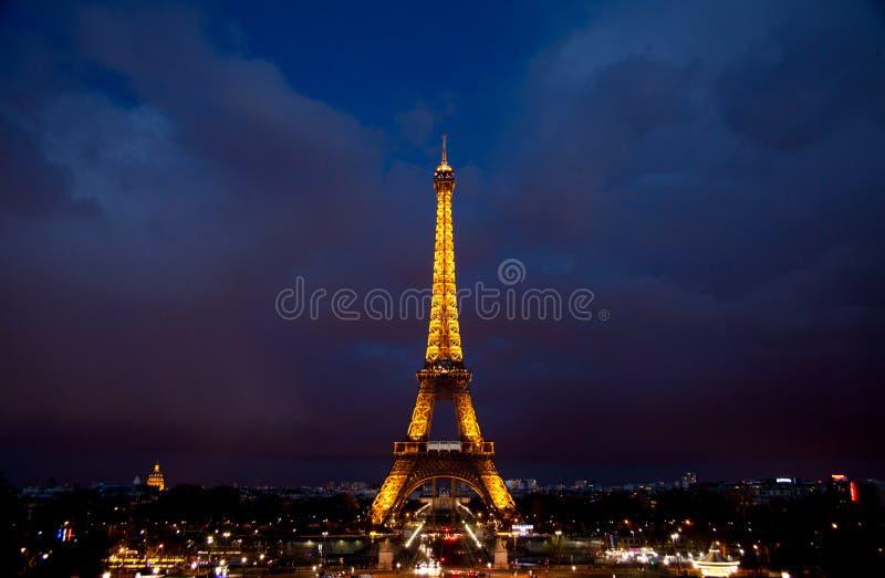 De nachtscène van Parijs stock afbeelding