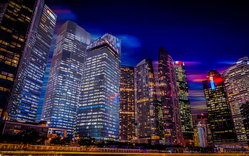 De nachtstad van Singapore scape, Jachthavenbaai stock foto
