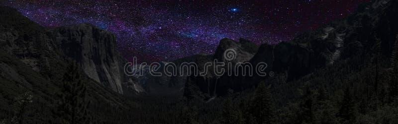 De Nachtvisie van de Yosemitevallei stock afbeelding