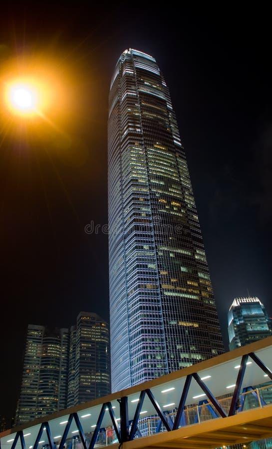 De nachtwolkenkrabber van Hongkong ifc stock afbeelding
