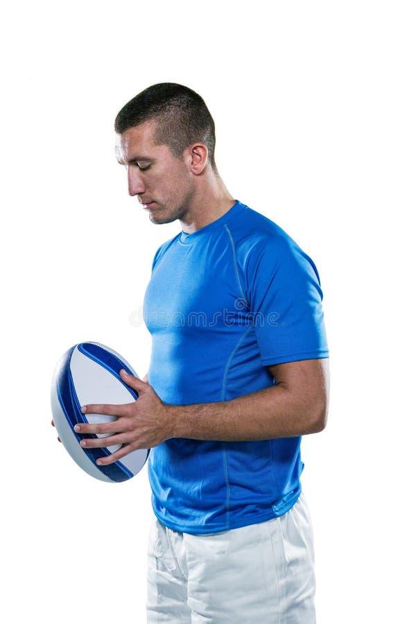De nadenkende bal van de sportmanholding stock foto