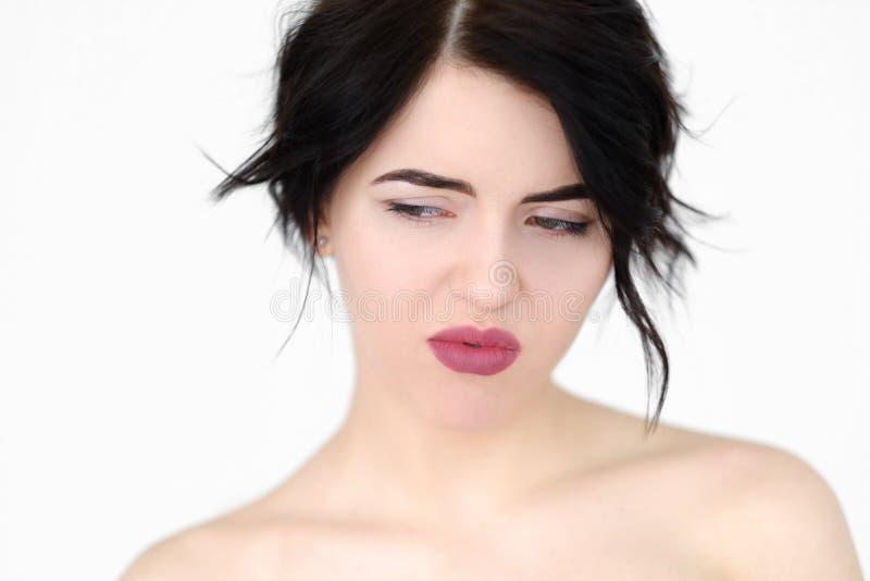 De nadenkende peinzende depressieve vrouw van het emotiegezicht stock foto's