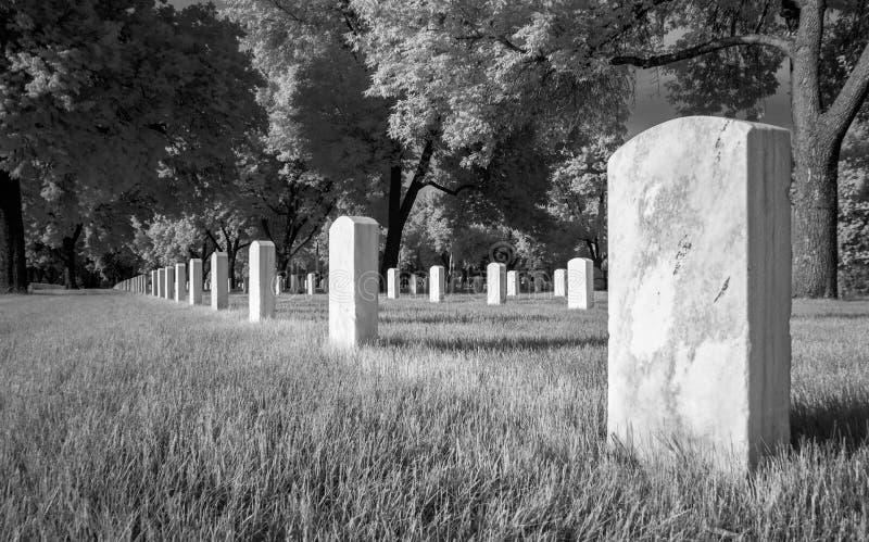 De Nationale Begraafplaats van fortsnelling in Zwart-witte Infared stock afbeeldingen