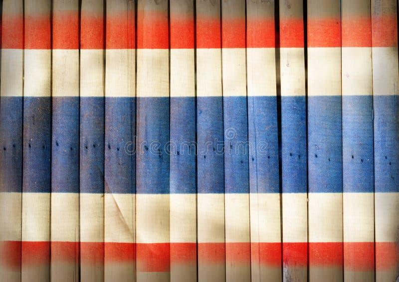 De nationale vlag van Thailand op bamboehout royalty-vrije stock afbeeldingen