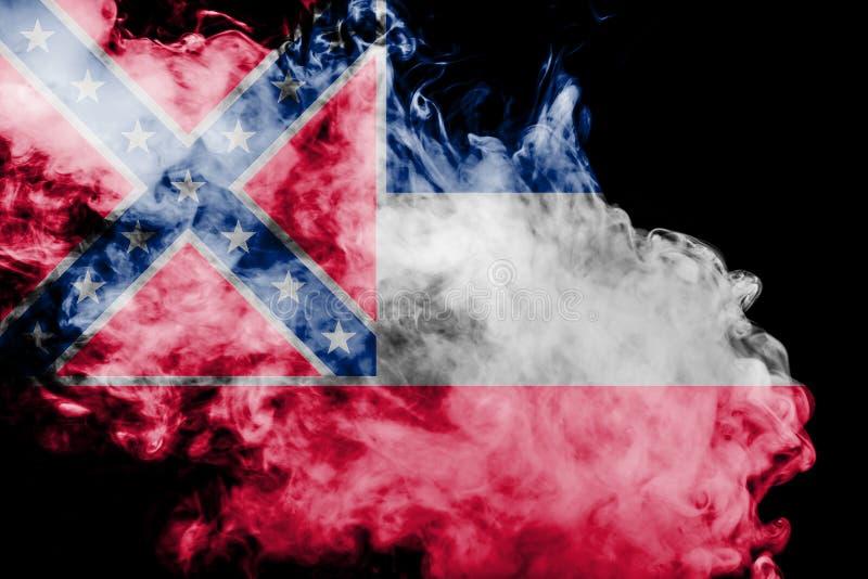 De nationale vlag van de V.S. verklaart binnen de Mississippi tegen een grijze rook op de dag van onafhankelijkheid in verschille stock afbeeldingen
