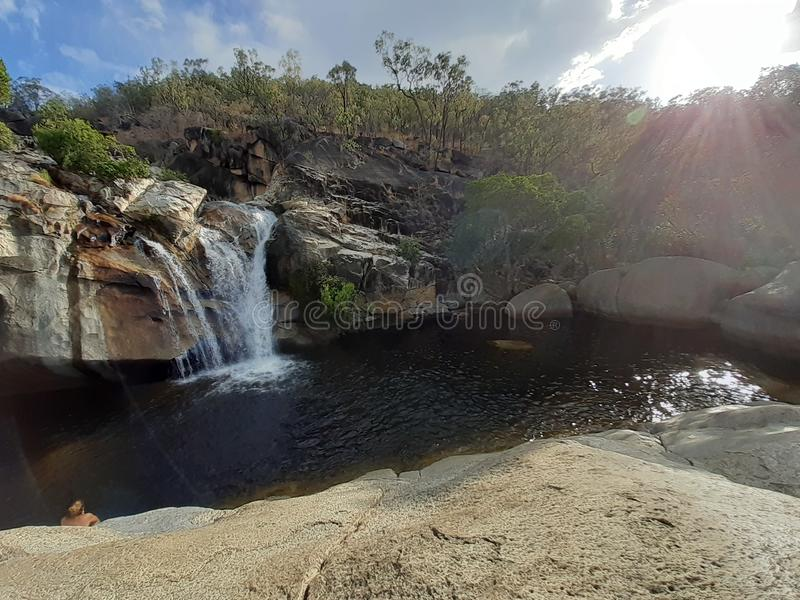 De natuur valt onder de opkomst van Creek Australia stock foto's
