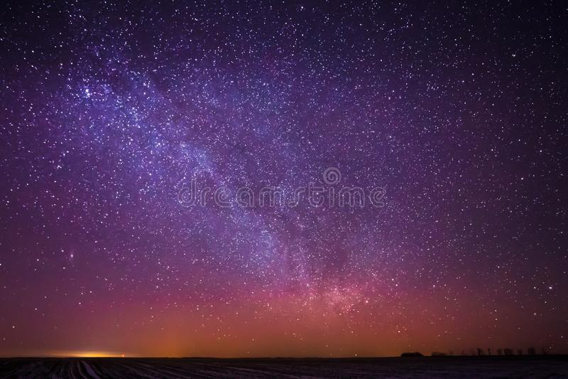 De natuurlijke Echte Sterren van de Nachthemel met Melkweg over Gebied stock foto
