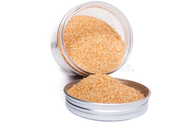 De natuurlijke en gezonde ongeraffineerde bruine suiker in plastic opslag bedriegt royalty-vrije stock afbeelding
