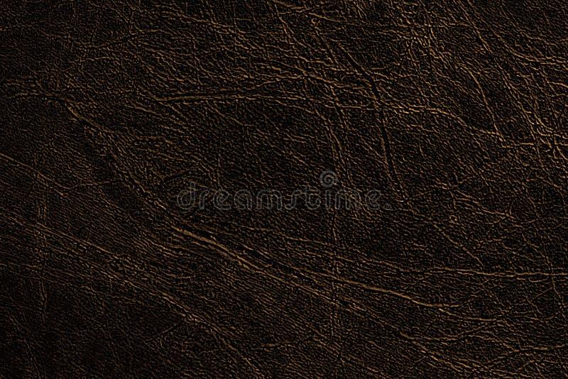 De natuurlijke of faux donkere bruine leerachtergrond van de gekleurde huidtextuur, met gouden aders, close-up royalty-vrije stock afbeelding