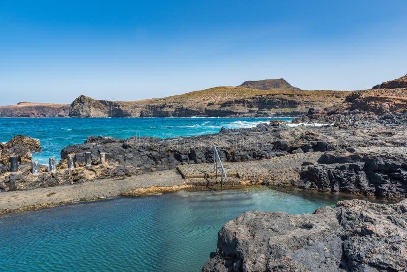 De natuurlijke Zoutmeren DE Agaete van poollas in Puerto DE Las Nieves, Gran Canaria, Spanje Exemplaarruimte voor tekst royalty-vrije stock afbeelding