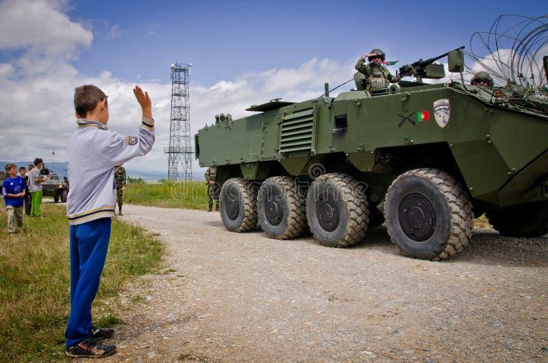 De NAVO troepen klaar voor internationale plaatsing stock afbeelding