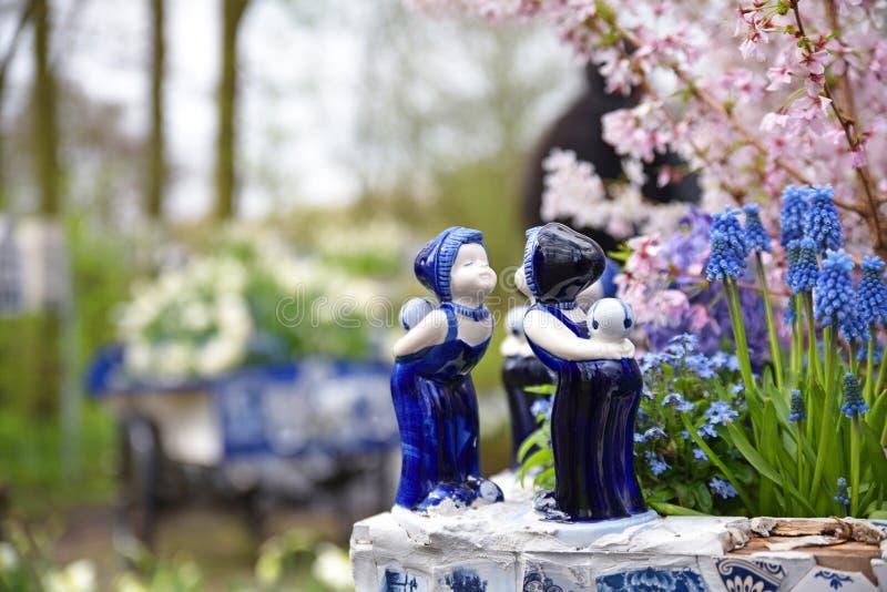 De Nederlandse blauwe ceramische standbeelden van de beeldjeskus royalty-vrije stock fotografie