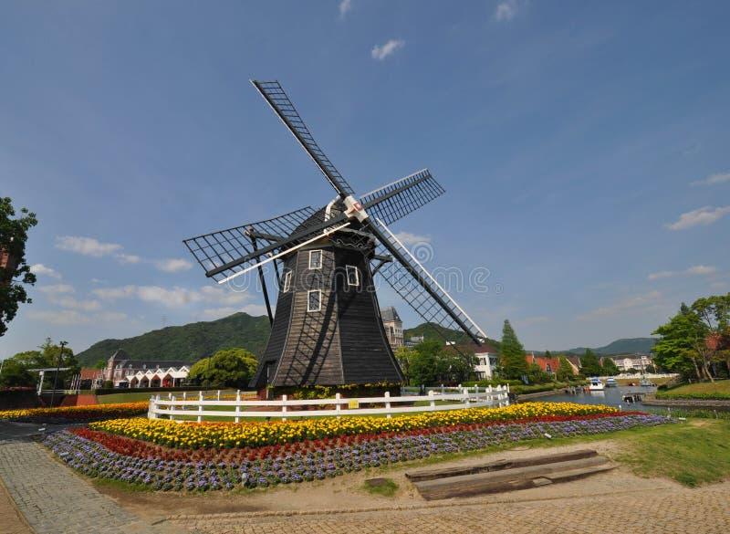 De Nederlandse stijlwind maalt huis royalty-vrije stock foto