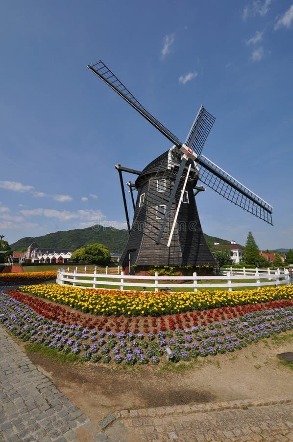 De Nederlandse stijlwind maalt huis royalty-vrije stock afbeelding