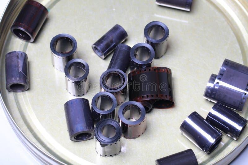 De negatieven van het filmarchief in een rond metaal kunnen stock afbeelding