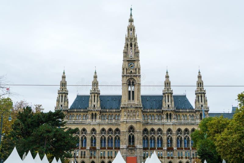 De neogotische stijlvoorgevel van Stadhuis of Rathaus 1872-1883, wedijvert royalty-vrije stock fotografie