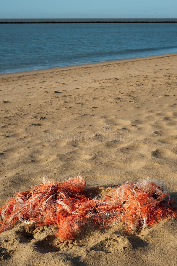 De netten van de visserij op het strand stock foto