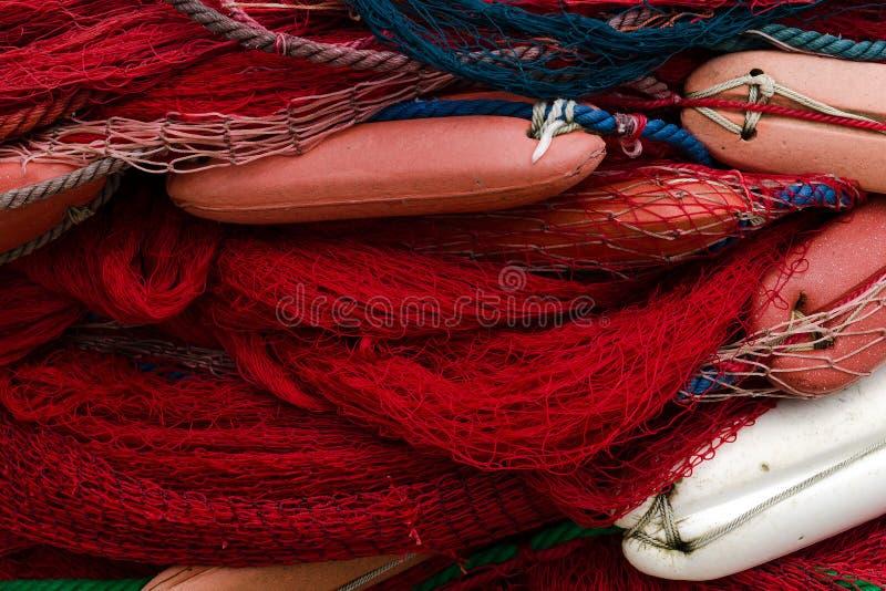De Netten van de visserij met Vlotters Achtergrond met het blauwe en rode opleveren royalty-vrije stock afbeeldingen